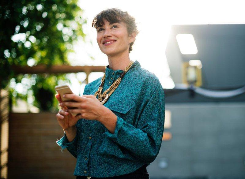 wp-content/uploads/2019/09/women-on-phone.jpg